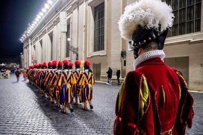 Vaticano: lo scandalo soldi dei poveri dell'Obolo di San Pietro