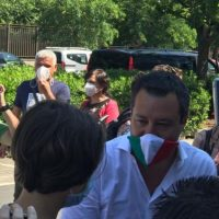 """Selvaggia Lucarelli: """"Salvini e i suoi poliziotti: ma mio figlio ha il coraggio delle sue idee"""""""