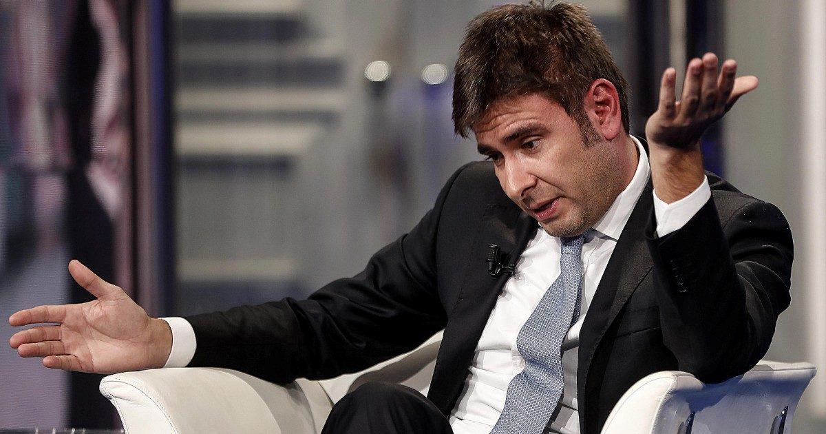 """Di Battista: """"Renzi si dimetta, ora serve legge sul conflitto d'interessi"""""""