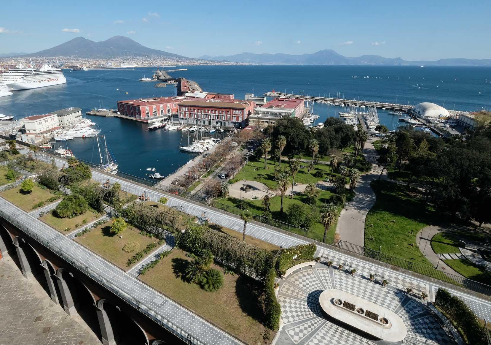 """Palazzo Reale di Napoli, nasce il progetto """"mecenati del verde"""" domenica apre il Giardino pensile"""