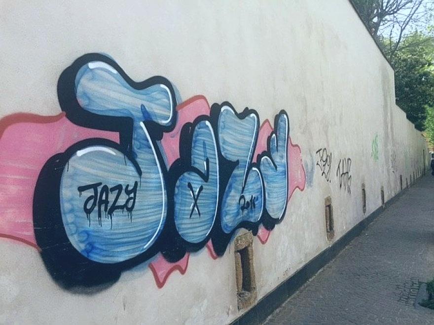 Napoli: al Vomero imbrattato il muro di cinta della Floridiana