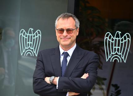 Il partito unico Pd-Forza Italia benedice l'amore (politico) Draghi-Bonomi