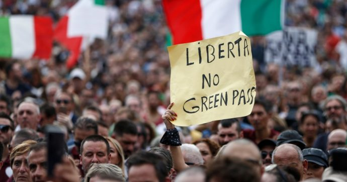Green pass: tutti schierati su un'unica linea